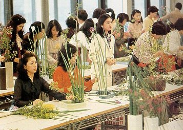 Students Learning The Art Of Ikebana In A Tokyo School 6 Million People Study Each Year And 24 Take Courses Tea Ceremony